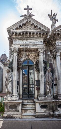 La-Recoleta-Cemetery--15.jpg